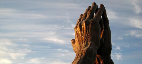 10 Maneras de Orar por tus Jóvenes